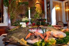 Ponudba svežih sladkovodnih in morskih rib